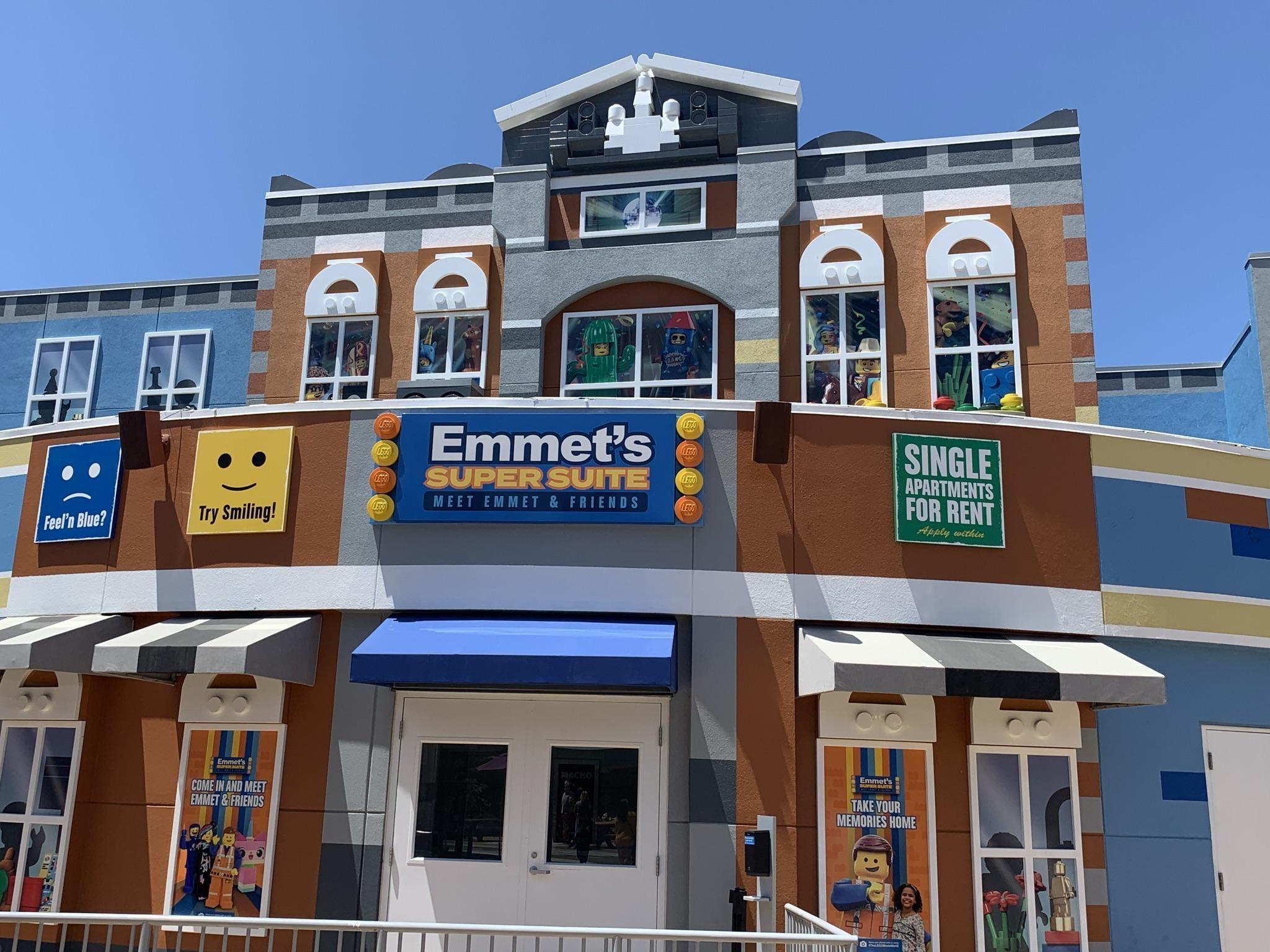 Legoland Emmet building